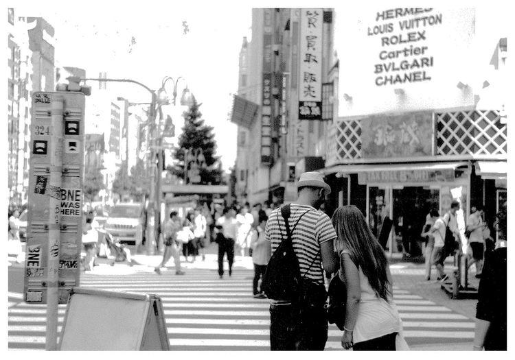 「Couple.」 Filmisnotdead Leica3f Summitar Streetphotography EyeEm Best Shots - Black + White Tokyo