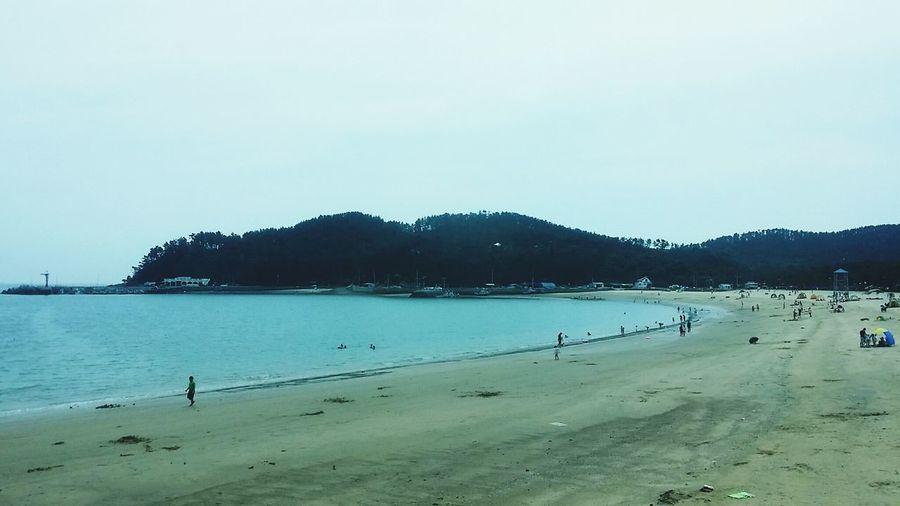 조용하고..사람도별로없고..갯벌이아닌모래고..수영하기도좋고..기봉이가있는..연포해수욕장..