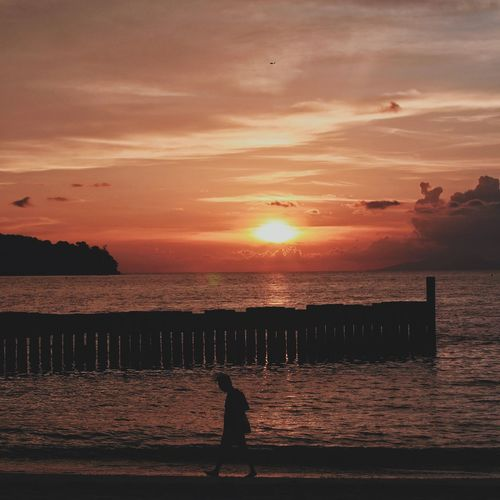 Sunset_collection Sunlight And Shadow Sunsets Sunsetporn Langkawi Island Langkawi Sky Malaysia People And Places Blue Sea Calm Beach Tranquility My Favorite Place Nature Travel Destinations Honeymoon Beauty In Nature Sun Sea Cloud - Sky Sunset Dusk Langkawi Travel