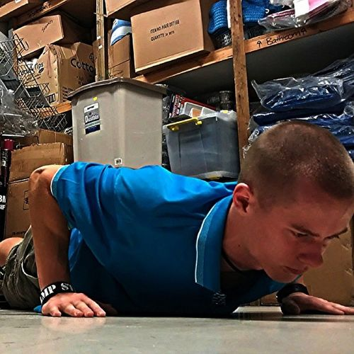 Quick sets of push ups because there's nothing better to do :p Crossfit Crossfitaddict Fitness Pushups Calisthenics WorkisSlow