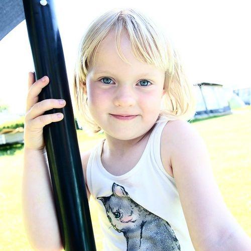 Olivia ❤ Alma tog et smukt billede af sin søster. Model Sommer Summer Århus Viby Beautiful