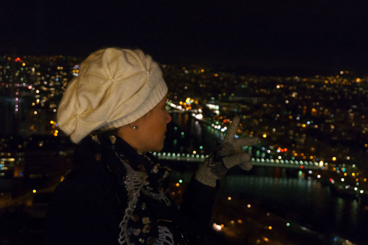 Akincansenol Autumn Cityscapes Eiffel Tower Famous Place France Hand Model Night Night Lights Paris Paris, France  Picturing Individuality Real People River Seeing The Sights Showcase: November Tour Eiffel Tower Winter Young Adult Young Women