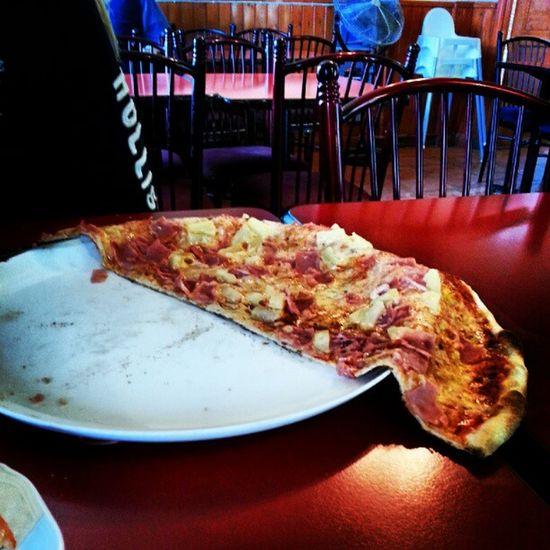 || Det här kallar jag valuta för pengarna, när pizzaN inte ens får plats på tallriken || Bakis K äk Pizza Food foodporn yummi