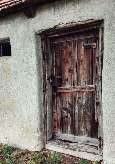 Door Built Structure Architecture Old Hause Old Building  Building Exterior No People Closed Entrance Outdoors Protection Doorway Entry EyeEmNewHere The Week On EyeEm Wood - Material Wooden Door Lock The Week on EyeEm Editors Picks