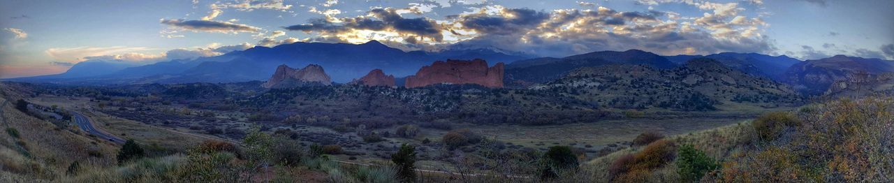 Panaroma Panaromic Check This Out Colorful Colorado Evening Sky Sunset Mountains Garden Of The Gods Colorado Springs HDR Pikes Peak Evening Samsungphotography Samsung Galaxy S6 Edge