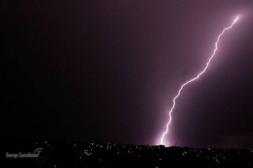 Aunque ya han pasado varios días de este suceso querida dejar por aquí la imagen del espectáculo que nos regaló la naturaleza con esta tormenta eléctrica sobre la ciudad de Sancristobal en el estado Tachira  en Venezuela Venezuelatravel Gf_venezuela Gf_colombia IG_GRANCARACAS IgersVenezuela Insta_ve Instapro_ve IG_Venezuela InstaLoveVenezuela Instafoto_ve Instaland_ve Destinomaschevere Tequierovenezuela Thisisvenezuela Icu_venezuela Ig_lara Igworldclub Ig_tachira IG_Panama Ig_merida Instavenezuela Elnacionalweb venezuelapaisajes instanature gf_daily venezuelacaptures picoftheday