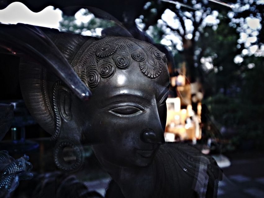 Glancing, Smiling, and Whispering Sculpture Antiques Watchin U Smile And The Word Will Smile Back To You..:)))