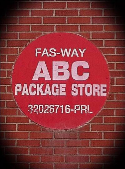 Brick Wall Communication Red Sign Vignette Vibrant Color Geometric Shape Information Sign Abcstore Packagestore Liquor Booze Reddot Circle Taylorssouthcarolina Greatergreenvillesc Myportfolio Mypointofview Symbol Greatphotoop Yeahthatgreenville Photowalk Business Sign Southcarolinapictures