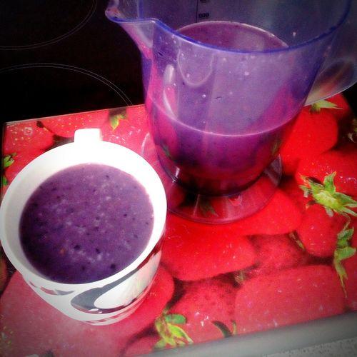 Zumo detox de frutos rojos y leche de avena Bebidas Detox Comida Vegana Drinks Vegan Food