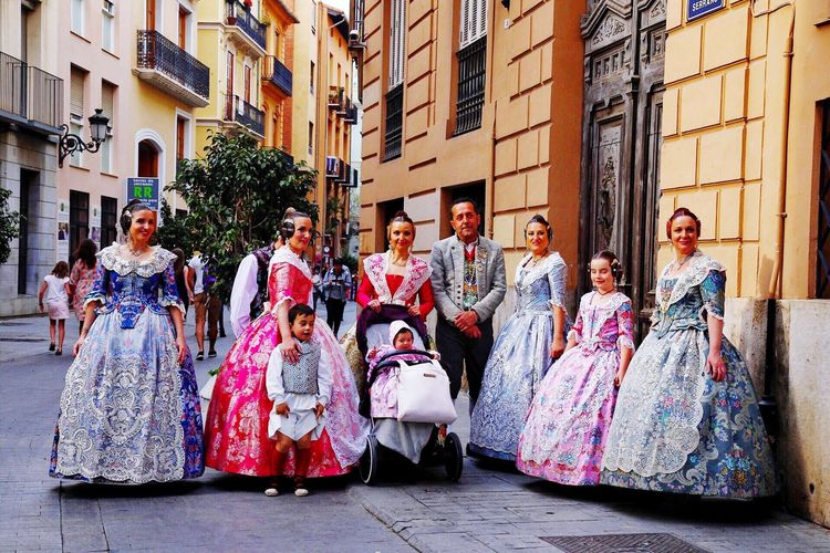 VINTAGE FASHION COSTUME SPAIN Elégance Fashion Mid Adult Full Length Traditional Clothing Medium Group Of People Cultures Performance Fun Tradition Period Costume People History Dancing Arts Culture And Entertainment Adult Portrait Stage Costume Outdoors City