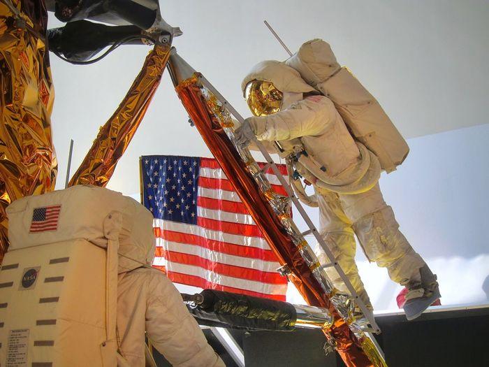US Flag Air And Space Museum Washington, D. C. Kosmonaut Nasa Mission Nasa Astronaut Astronauts Exploring NASA Sky Low Angle View Flag Celebration