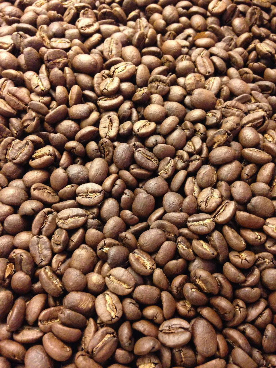 coffee - drink, roasted coffee bean, food and drink, brown, raw coffee bean, roasted, coffee bean, coffee cup, freshness, abundance, full frame, large group of objects, food, no people, scented, backgrounds, close-up, indoors, bean, cappuccino, nature, mocha, day
