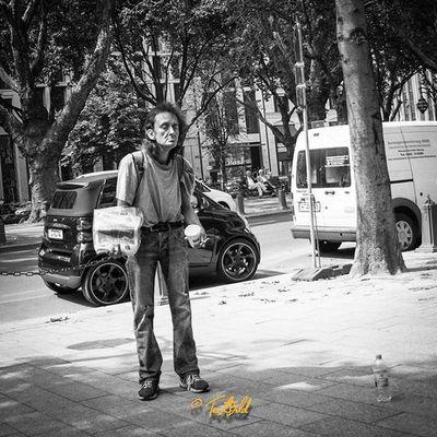 Street Streetfotography Düsseldorf NRW Onthestreet Samsung NX300 Samsungnx300 Blackandwhite Monochrome Instastreet Drunken