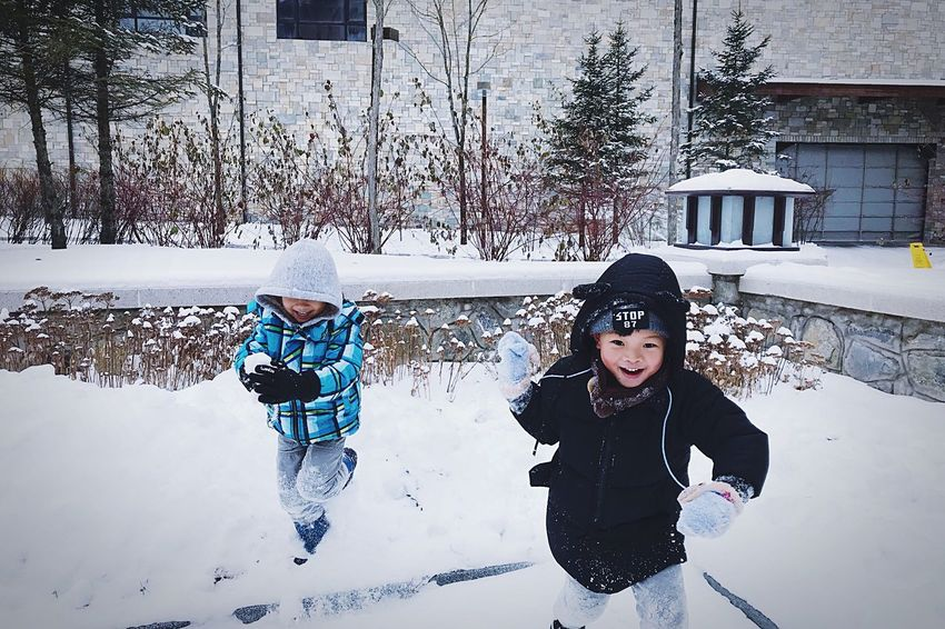 Winter Cold Temperature Snow Child Childhood Girls Warm Clothing Two People Elementary Age Fun Boys Togetherness Outdoors Sibling Leisure Activity Happiness Family Knit Hat Real People Enjoyment Peoplephotography People Photography Cute♡ People Watching Children