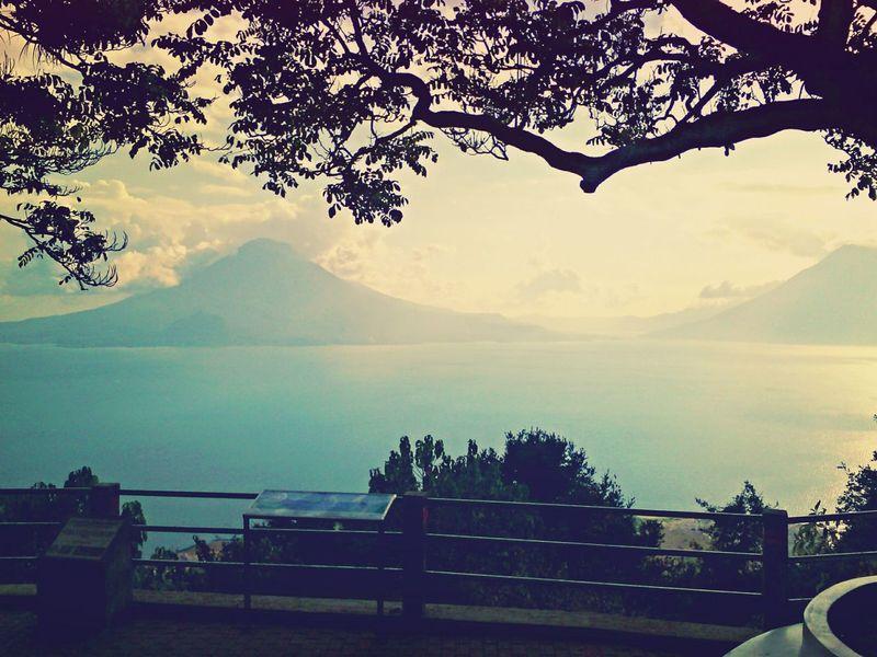 Lago De AtitlanGuatemala Traveling