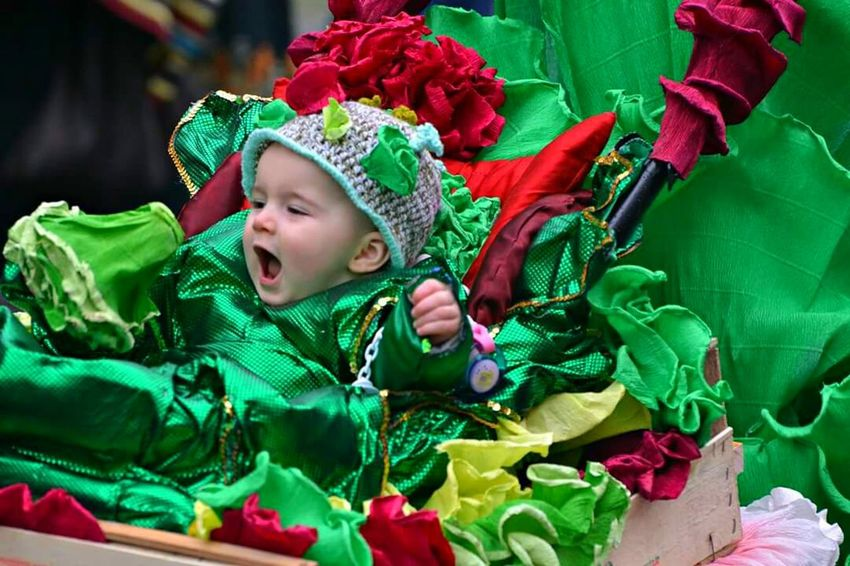 Colors Of Carnival Taking Photos Enjoying Life Hello World Beby Kids Carnevaldemuja63 Ritratto Carnival Spirit Colors Maschera Karnival Pickoftheday Cheese! Hi! Carnevale2016 Hello World Nikonphoto Muggia Carnevale Di Muggia Carnival Party Carnevale Happy People Smile Colori