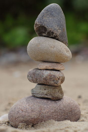 Balance Beach Beauty In Nature Close-up Nature No People Outdoors Pebble Rock - Object Skulptur Stack Steine Steinturm Stone Stone - Object Stones Tranquil Scene Tranquility Zen-like