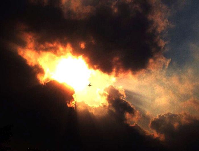 Fly towards the light~Voler vers la lumière (飞向光明) Flying Plane Light China Guangzhou Clounds And Sky Sunshine