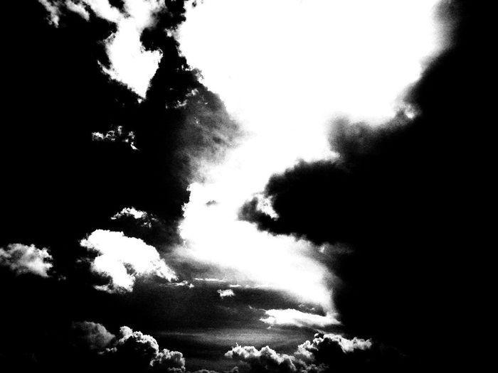 Dark Sky Fotografia Blackandwhite Photography LoveBW Dark Portugal Bw_addicted Darksky Portugal_em_fotos Bw_art Bw_details Photos Pixelated Sky EyeEmNewHere
