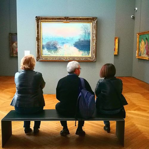 Museum Art Pintura Rear View Indoors  Adult Sitting Togetherness People Flat Screen Women Men Adults Only Full Length Young Women Young Adult Day Males  Females This Is Masculinity Inner Power Focus On The Story Adventures In The City