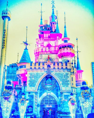 Travel Destinations Architecture City Travel Building Exterior Built Structure Tourism Sky No People Outdoors Skyscraper Dome Clock Tower Day Fame LOTTEWORLD 롯데월드성 롯데월드 Christmas Spirit 한국 Travel Fairytale  Fantasy EyeEmNewHere