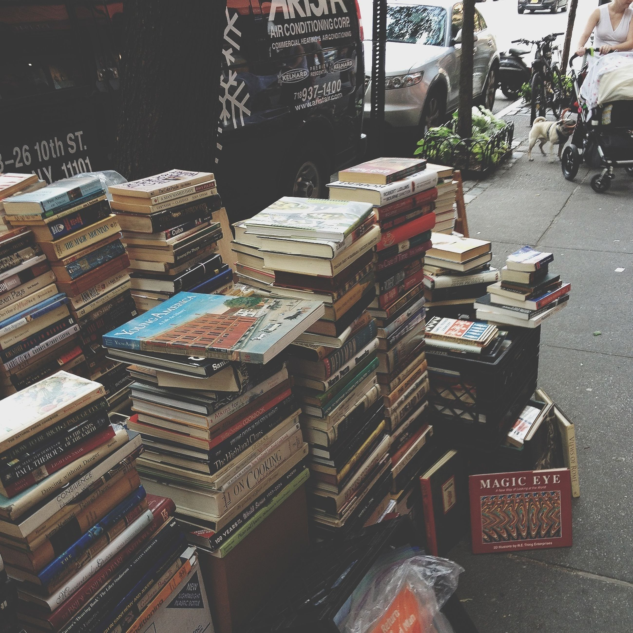 text, large group of objects, retail, abundance, variation, western script, high angle view, arrangement, communication, market, choice, for sale, store, market stall, non-western script, building exterior, in a row, no people, built structure, city
