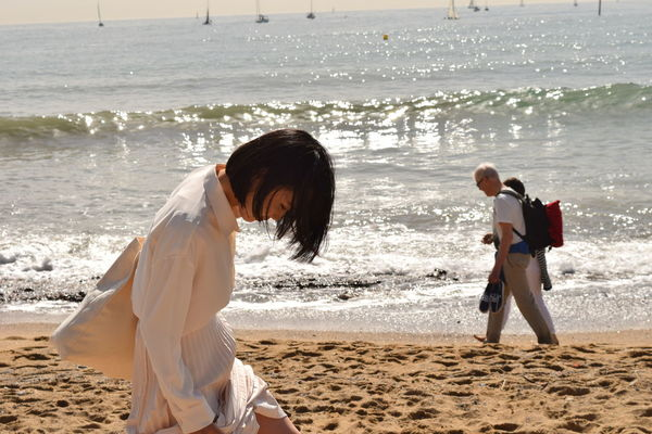Beach Photography Laughing Portrait Of A Woman Chinese Woman Japanese Woman In White Clothes Portrait White Clothes White Shirt And Skirt Summer Exploratorium The Street Photographer - 2018 EyeEm Awards The Traveler - 2018 EyeEm Awards The Great Outdoors - 2018 EyeEm Awards #urbanana: The Urban Playground