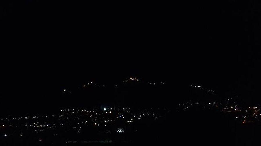 Quante lucine...come l'albero di Natale 😄😄🌲🌲🌲 Sanmarino Repubblicadisanmarino Montetitano Bynight Notte Light Lights Italy Italia Intamood Instamoment Panoramicview BuonaNotte Goodnight