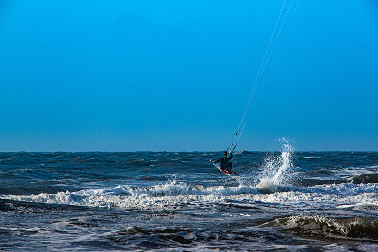 Sea Water Sport Aquatic Sport Adventure Motion Horizon Over Water Wave Surfing Extreme Sports Sky Horizon Kiteboarding Beauty In Nature One Person Nature Day Leisure Activity Skill  Outdoors Sankt Peter-Ording