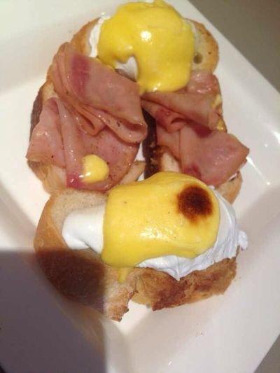 予定よりも早く起きちゃった朝。そろそろ軽く朝食とって支度しようと思います~~。