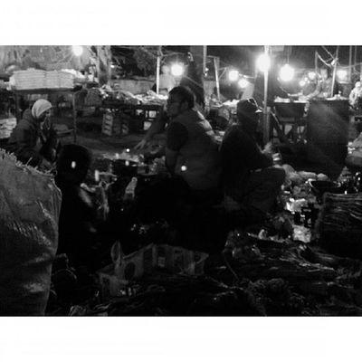 Ceritapagi Cerita Dinihari di Pasar Pagi oleh Wajahpribumi PRIBUMI ... Pejuangmalam Pejuangjalanan Bandung Lenovotography Pocketphotography Photostory Lzybstrd Blackandwhite