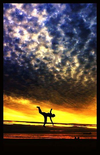 43 Golden Moments Colour Of Life Slackline Slacklife Slackvida Slaker Equilibrio Viña Del Mar Trick N Sunset Las Salinas Arena Mar Ejercicio Beach Beach Life Travel Enjoying Life Relaxing Travel Photography En El Aire Descanso Giros Relax