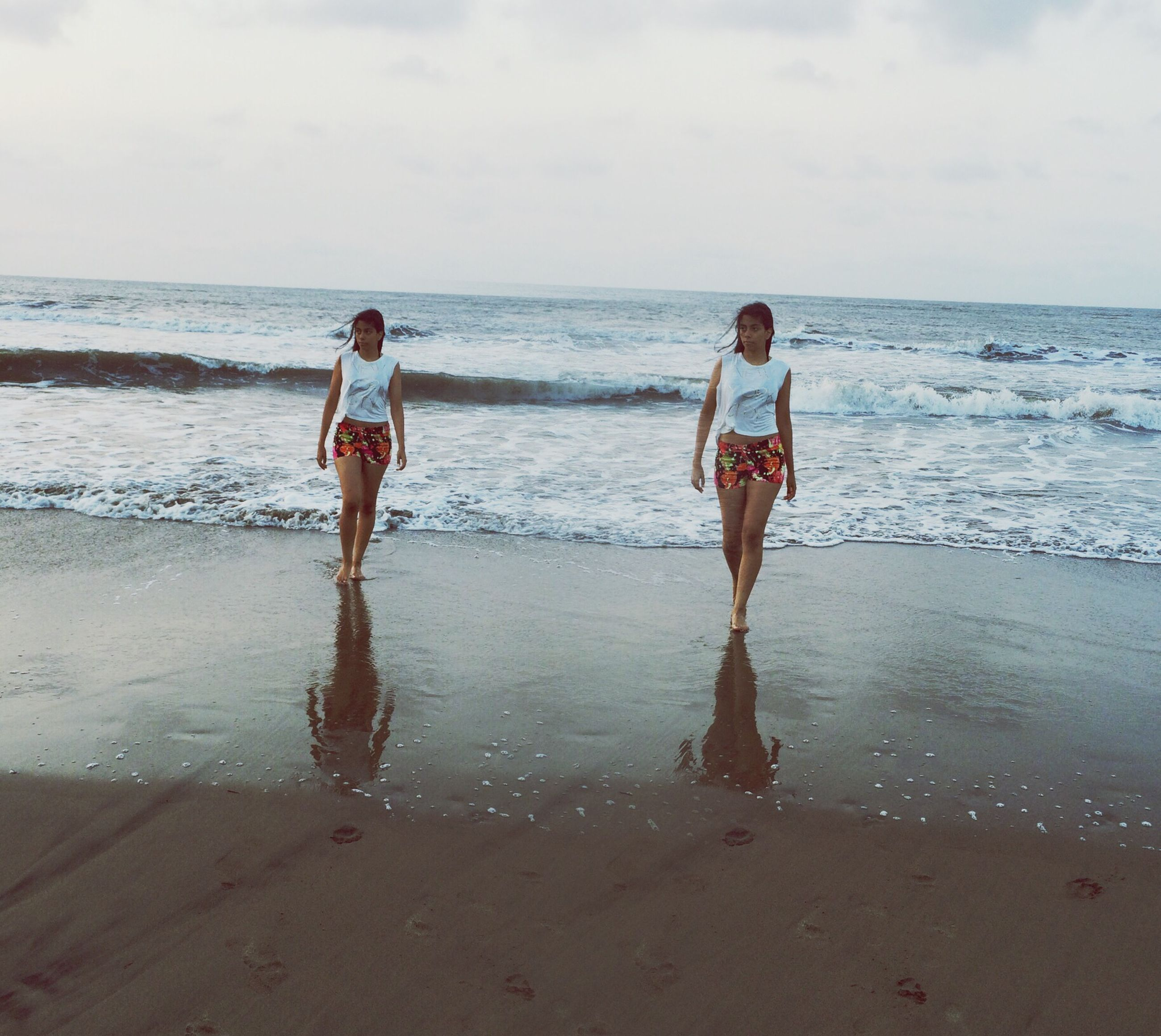 sea, beach, horizon over water, water, shore, sky, sand, full length, wave, leisure activity, lifestyles, vacations, childhood, standing, rear view, scenics, beauty in nature, nature