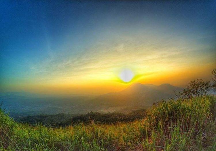 Tampilan Gununglokon dan GunungEmpung dari Puncak Kawah GunungMahawu Xiaomiyimanado Yicam_manado Xiaomiyi_id Xiaomiyi_indonesia