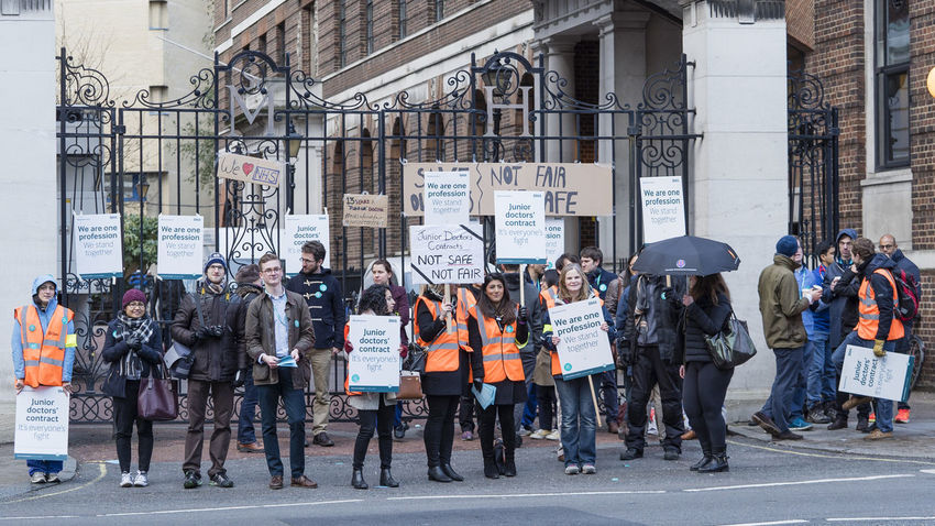 Junior doctors protesting against new contract Doctors Jeremyhunt Juniorcontract Juniordoctorsstrike NH Praed Stree Stmarys