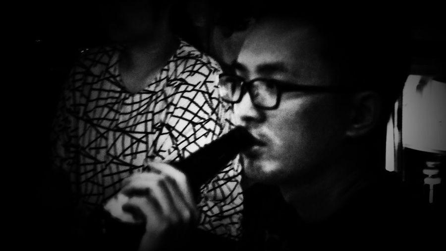 2018/6/15 【古箏小妹 X 愛德華:無限之戰】音樂演奏會速寫 於一文錢大學咖啡館 Friendship Friend Taiwan Bw Bw_lover BW_photography B&w Photo B&w Bw Photography B&w Photography Bwphotography Drink Drinking Shadow Holiday Moments EyeEmNewHere