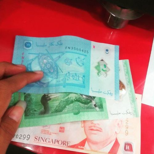 Mau keluar negeri, uangnya tinggal ini wakkk Mbambungnekat Traveling Money Dolar ringgitmalaysia