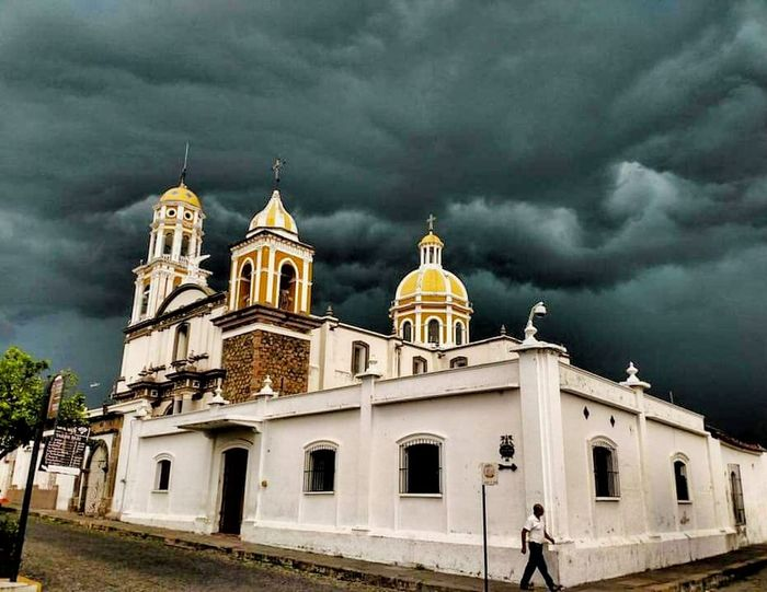 Parece que va a llover... el cielo se esta nublando!! Itsabouttorain Lovetherain Darkclouds Rainingdaysarethebestdays Comala Pueblomagico Puebloblancodeamerica Colima Raining Season Vacation Destination Religion Architecture Place Of Worship Cloud - Sky Travel Destinations Building Exterior Outdoors Built Structure EyeEm Gallery EyeEm Selects Photo Of The Day First Eyeem Photo PhonePhotography Mexico De Mis Amores