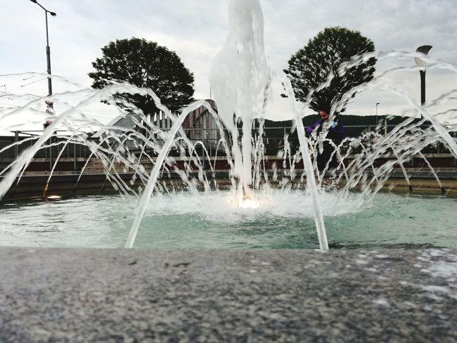 Water Fountain Spraying Splashing Motion Long Exposure Water Park Blurred Motion Cloud - Sky 3XPSUnity Huawei P9 Lite