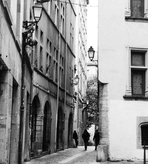 Architecture Building Exterior Built Structure Women Real People Outdoors City Lyon Vieux Lyon  Noir Et Blanc Rue Streetphotography Street