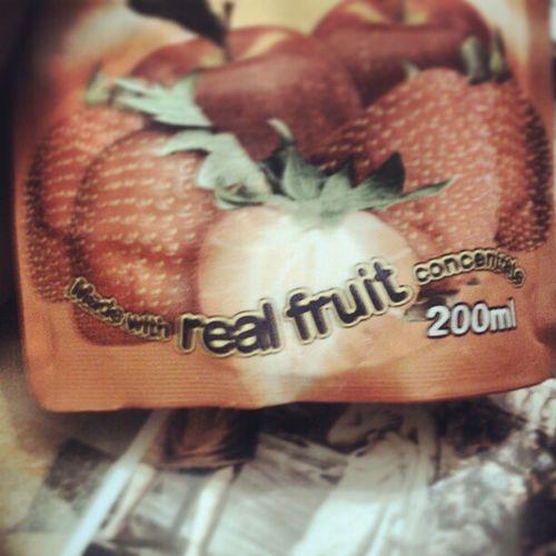 """InstaSunBlast InstaAppleStrawberry InstaSurpris O.o ils sont sérieux avec leur """"Fabriqué avec de vrai fruits Concentr é """"!!! X)"""