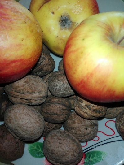 Walnuts And Apples Apples And Walnuts Walnuts Apples Fruits Nuts Walnuts In Shells Walnut Shells Veronica IONITA Photography Ionita Veronica Photography WOLFZUACHiV Photography Fruit Close-up Food And Drink