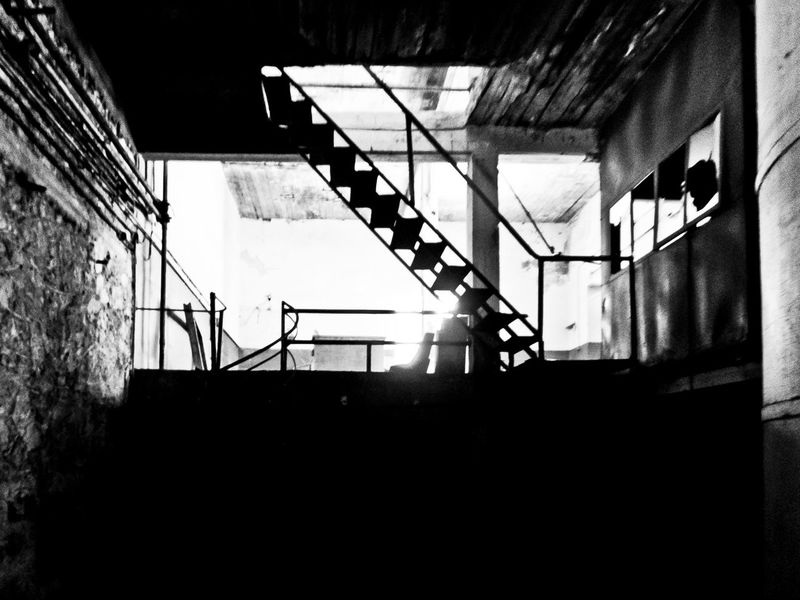 Stille und Vergangenheit Staircase Steps And Staircases Steps Built Structure Architecture Railing Spiral Low Angle View No People Indoors  Spiral Staircase Day Blackandwhite Nicospecial.de Nicospecial Minimalism The Architect - 2017 EyeEm Awards The Week On EyeEm