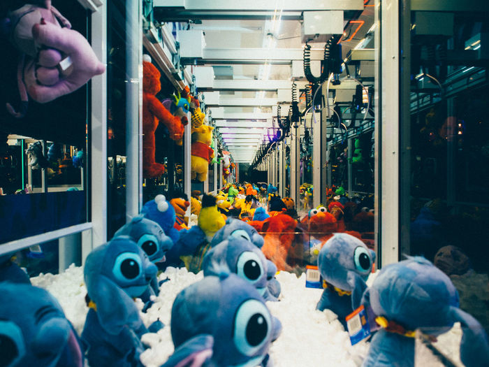 Exploring Style 2/5 Claw Machine Diminishing Perspective Exploring Style Night Night View Retail  Stuffed Animals