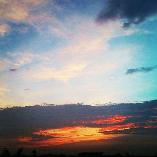 著火的天鵝 火燒雲 Sky Clouds Huoshao 天鵝颱風 Typhoon Hurricane
