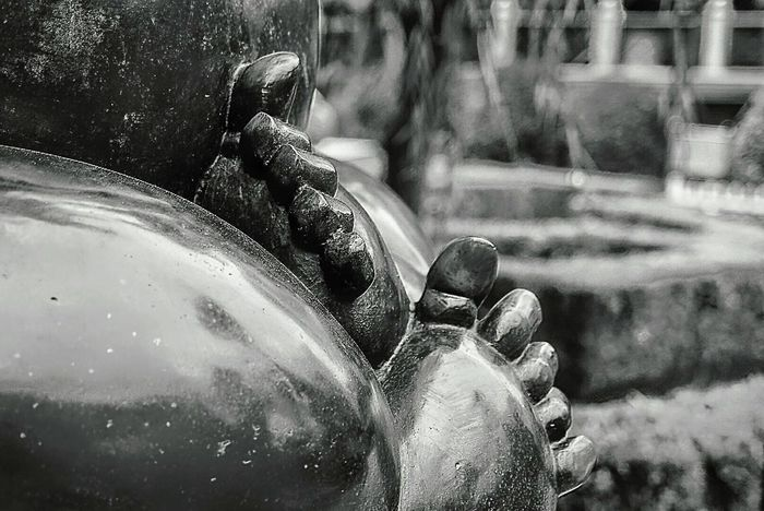 Water Outdoors Close-up Wet Day One Person Human Body Part Adult Adults Only People EyeEm Gallery Black And White Shanghai Street Photography Baby Statue EyeEm Best Shots First Eyeem Photo Toes Park No People Eye4photography