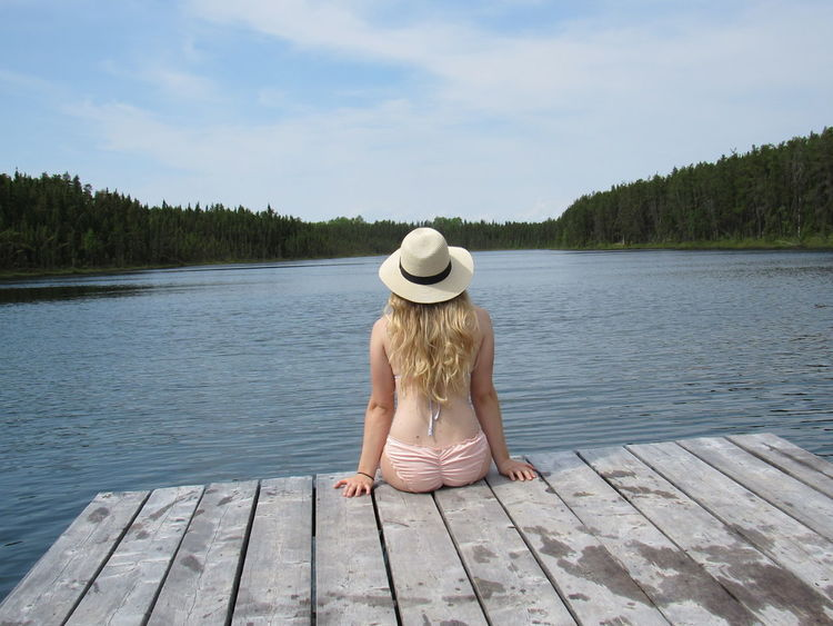Feel The Journey Quebec Abitibi Girl Fille Chapeau Blond Lac