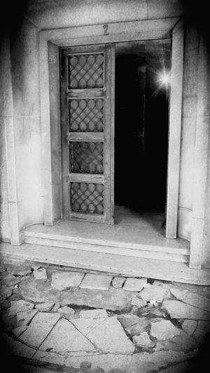 Mistery door Taking Photos Mobile Photography AndroidPhotography Androidography EyeEm Portugal EyeEm Gallery Showcase : May Black & White Preto & Branco Blackandwhite Photography Pretoebranco The Week On Eyem Lidow