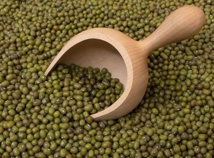 Wooden Spoon Kitchen Utensil Food Food And Drink Studio Shot Still Life Healthy Eating Abundance Raw Food Large Group Of Objects Legume Family Green Color Directly Above Vegetable Ingredient No People Bean Freshness White Background Condiment Mung Bean Mungobohnen