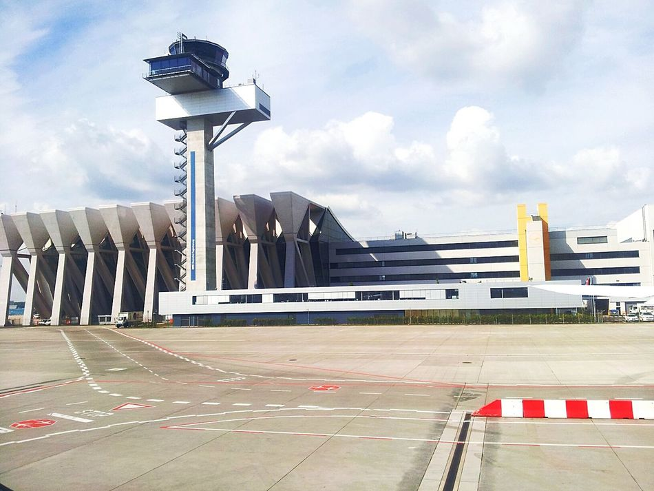 ( Frankfort airport) :-) befor I came to the U.S Frankfurt Frankfurt's Life On The Road On The Road. ...we're On The Road To Nowhere... Enjoying Life Traveling Travel